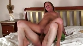 Slim kinky babe is riding the cunt on stunning snatch hole