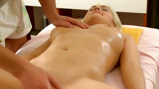Blonde marvelous model with excessive inexperienced is posing sexually