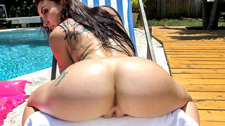 Mandy Has An Ass That Tastes Like Candy!